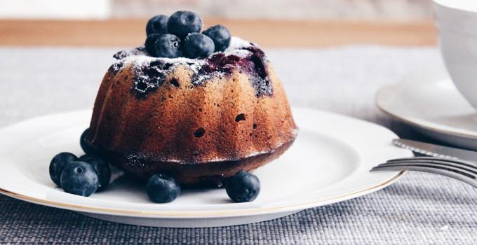Gluten-freie Feiertage: Fructosearmer Heidelbeer-Buchweizen-Kuchen mit Zitronencreme