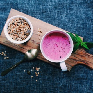 My Favourite Late Summer Breakfast: Toasted Muesli With Ice-Cold Raspberry-Oat-Milk // fructopia.de