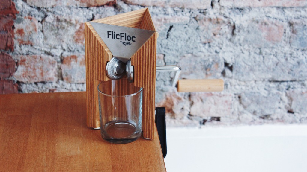 My New Favorite Kitchen Gadget: FlicFloc The Grain Flaker. It's never been easier to make oats, quinoa or rice flakes at home / fructopia.de/en