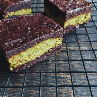 Rich Pistachio Cheesecake Brownies | Sugar-Free Recipes | fructopia.de/en