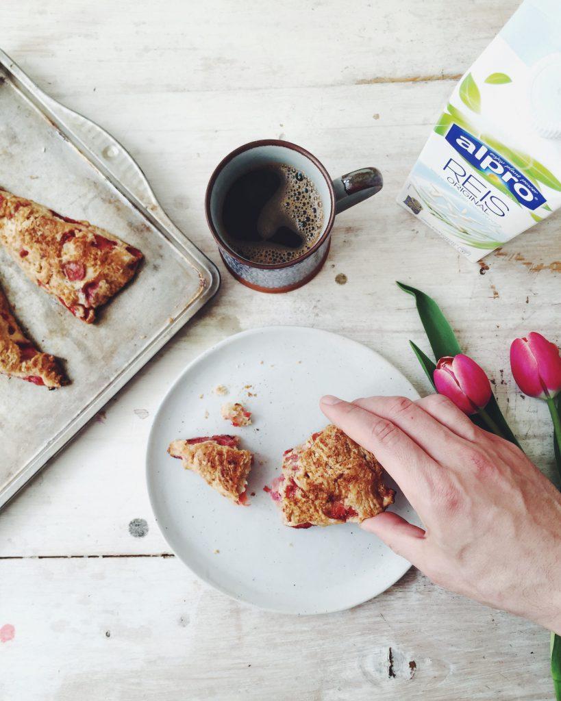 Zuckerfreie Scones mit Erdbeeren und Reismilch (weizenfrei, fructosearm) / Rezepte von fructopia.de