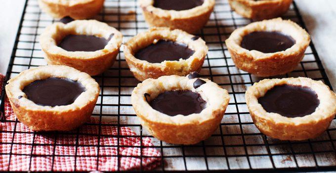 Chocolate Butter Cookie Caramel Cups | wheatfree, sugar-free, vegan option