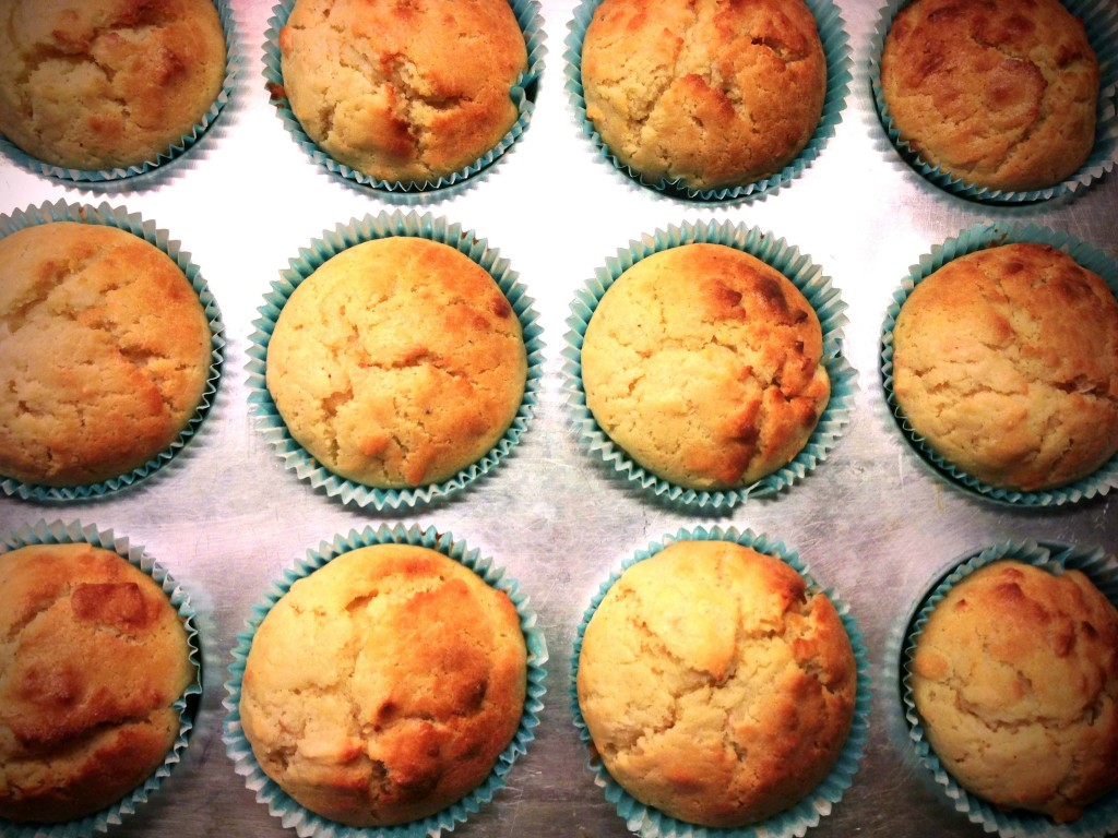 A fructose friendly muffin recipe with coconut and buttermilk // Fructosearme Muffins mit Kokos und Buttermilch // Fructopia.de