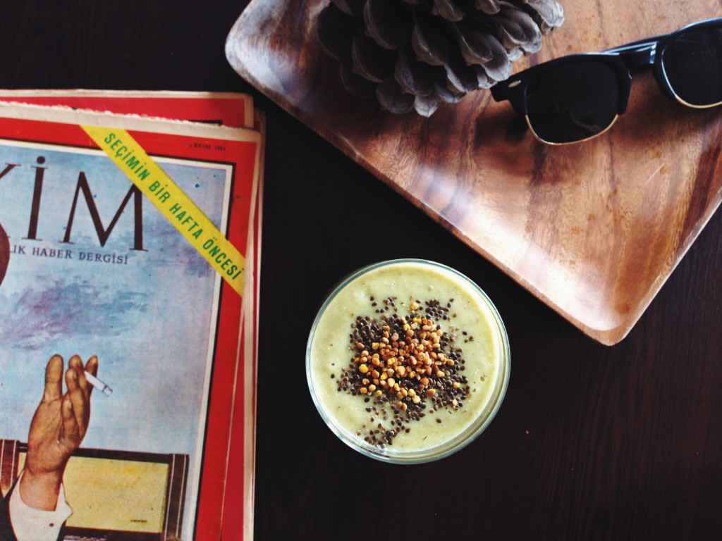 For Breakfast: Creamy, fructose friendly smoothie with #beepollen // Zum Frühstück: Seidiger, fructosearmer Smoothie mit #Blütenpollen // fructopia.de