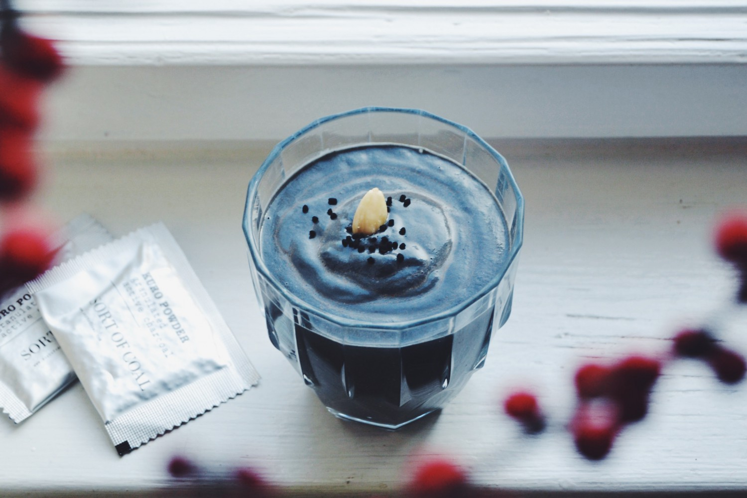 Black Anti-Hangover-Smoothie With Activated Charcoal For A Great Awakening On New Year's Eve! (sugar-free, vegan, detoxing) / fructopia.de/en