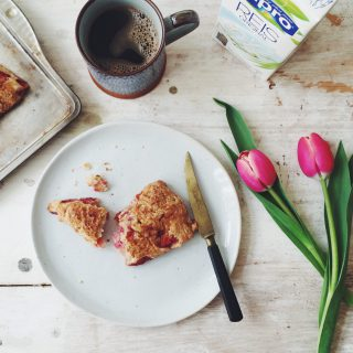 Sugar-free Spelt Scones with Strawberries and Rice Milk (wheat-free, low in fructose, refined sugar-free fructosearm) / Recipes by fructopia.de
