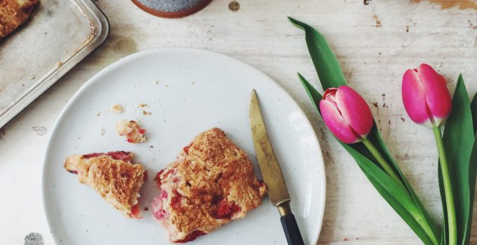 Flaky Strawberry & Rice Milk Scones (Vegan, Sugar-Free, with Spelt)
